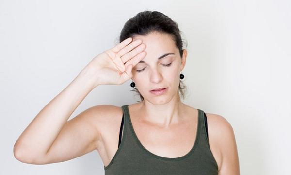 Головокружение и тошнота причины при нормальном давлении